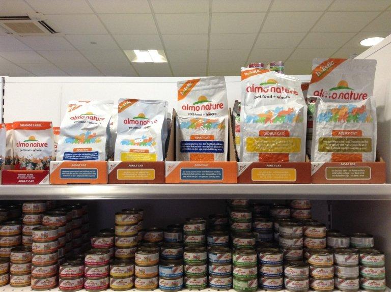 alimenti e prodotti per gatti