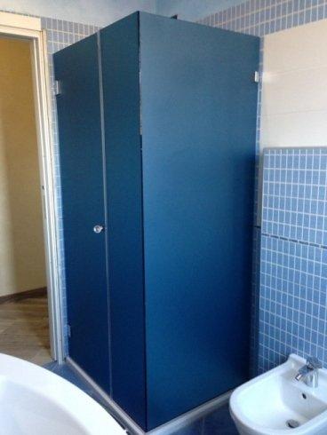 armadio per il bagno blu