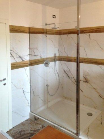 doccia in marmo