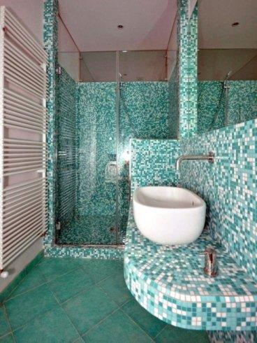 bagno verde acqua e bianco