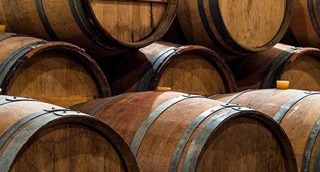 Barile di vino nella cantina