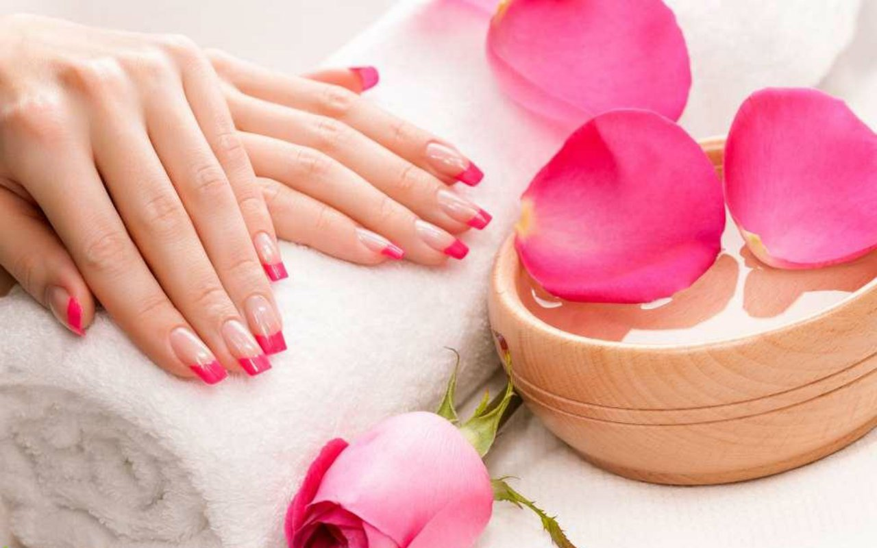 Image gallery nail spa for Salon wallpaper