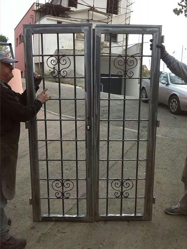 Porte blindate inferriate tende roma das for Un telaio interno