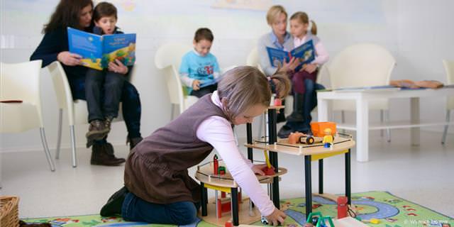 Kinderfreundliches Wartezimmer in der Kinderzahnarztpraxis Friedrichshafen