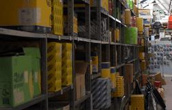 ampio magazzino di ricambi