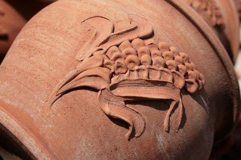 granoturco decorato su  un vaso in terrracotta