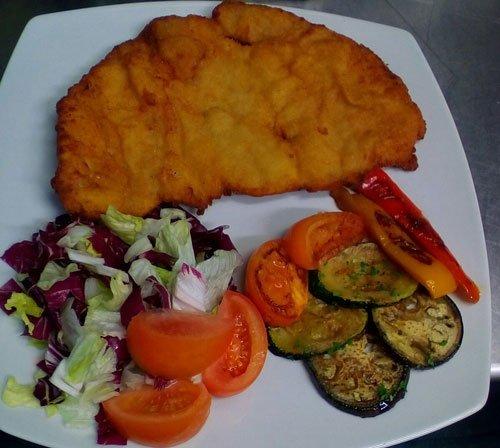 petto di pollo impanato con verdure
