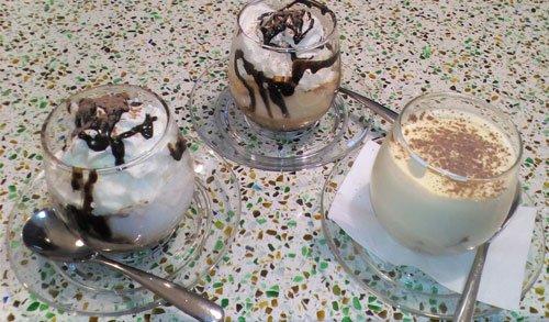 cappuccini sul tavolo