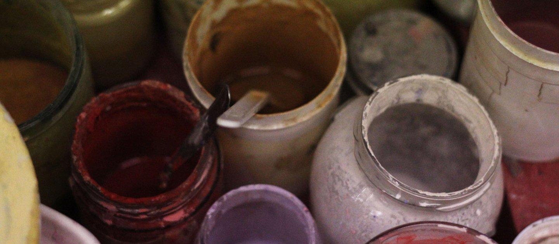vasetti di vernici