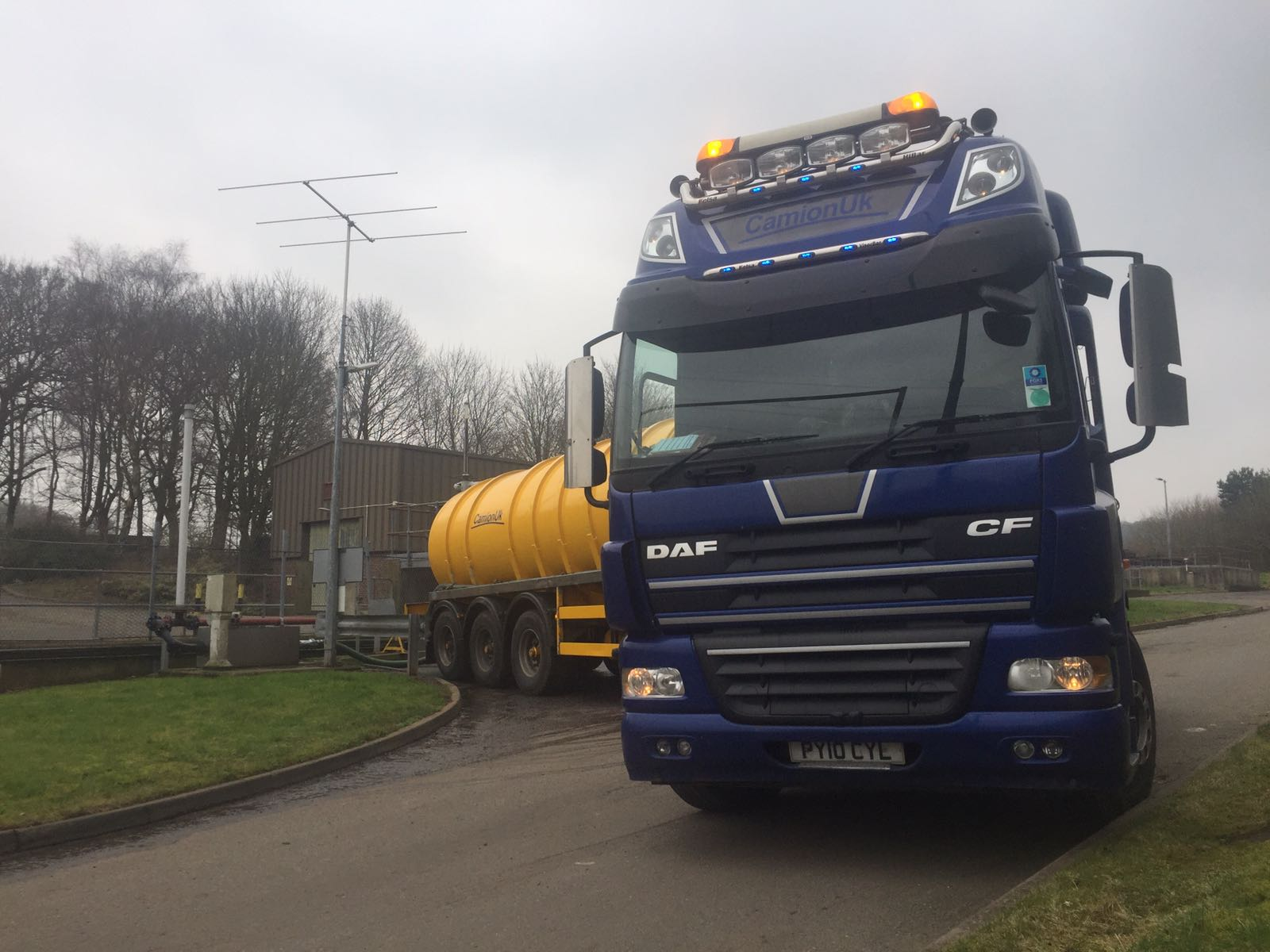 blue DAF truck