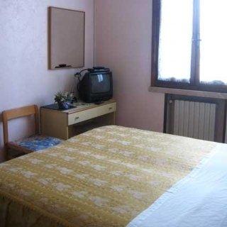 albergo mantova stanza