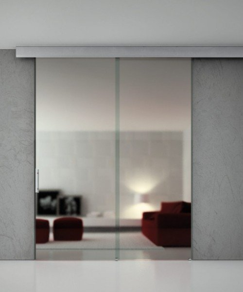 interno con arredamento in vetro