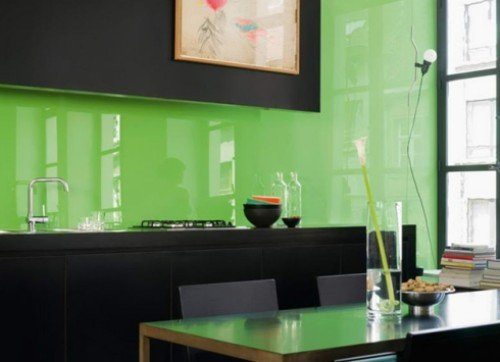 vetrata decorativa verde di un appartamento