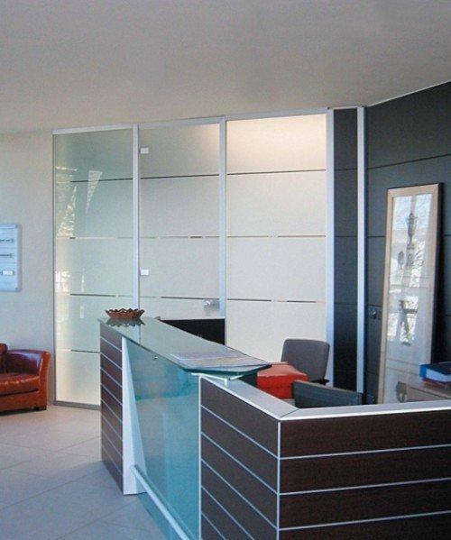 bancone reception in vetro