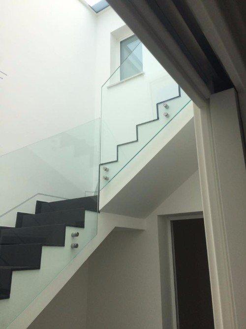 scale viste dal basso con vetrata protettiva