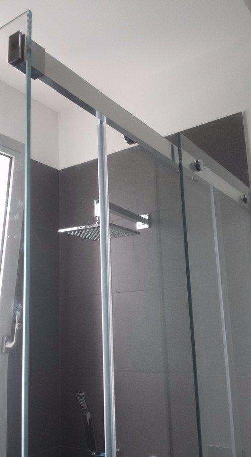 particolare di una cabina doccia