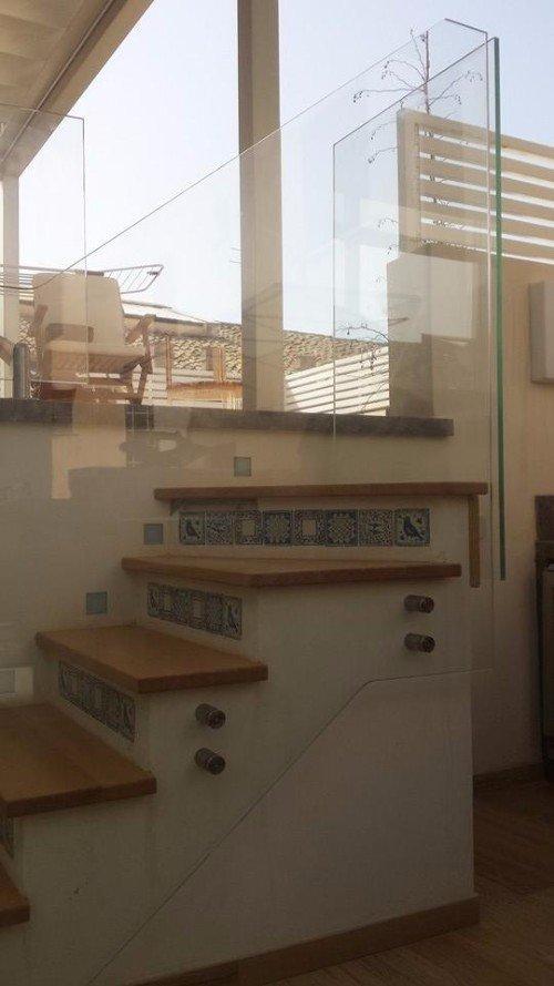 scala con piastrelle in maiolica
