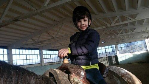bambino su un cavallo