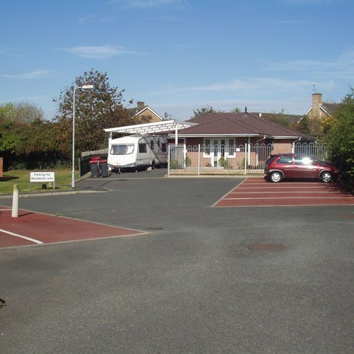 A new bungalow with various parking spaces in front