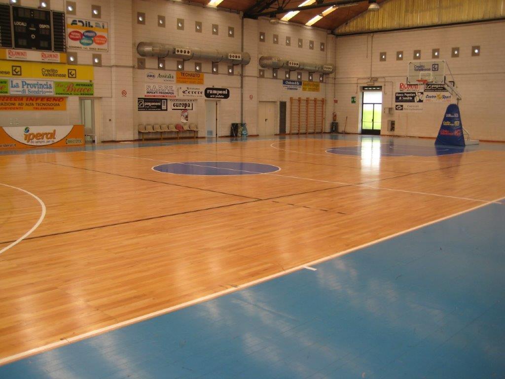 Campo da pallacanestro con pavimento in PVC