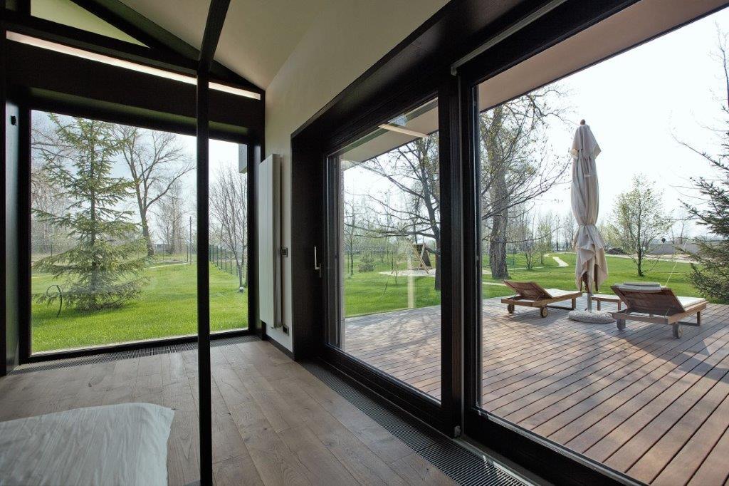 Porte finestre che danno su giardino