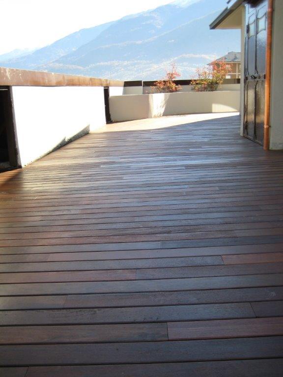Pavimento in legno laminato su terrazzo