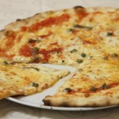 pizza con acciughe e capperi