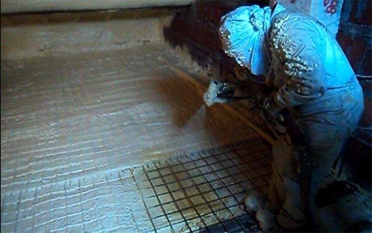 Spruzzatura schiuma poliuretanica
