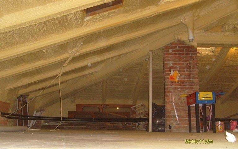 Schiuma poliuretanica per soffitta