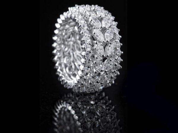 anello oro e pietre