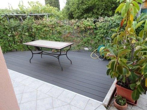 Pavimento di legno all'aperto