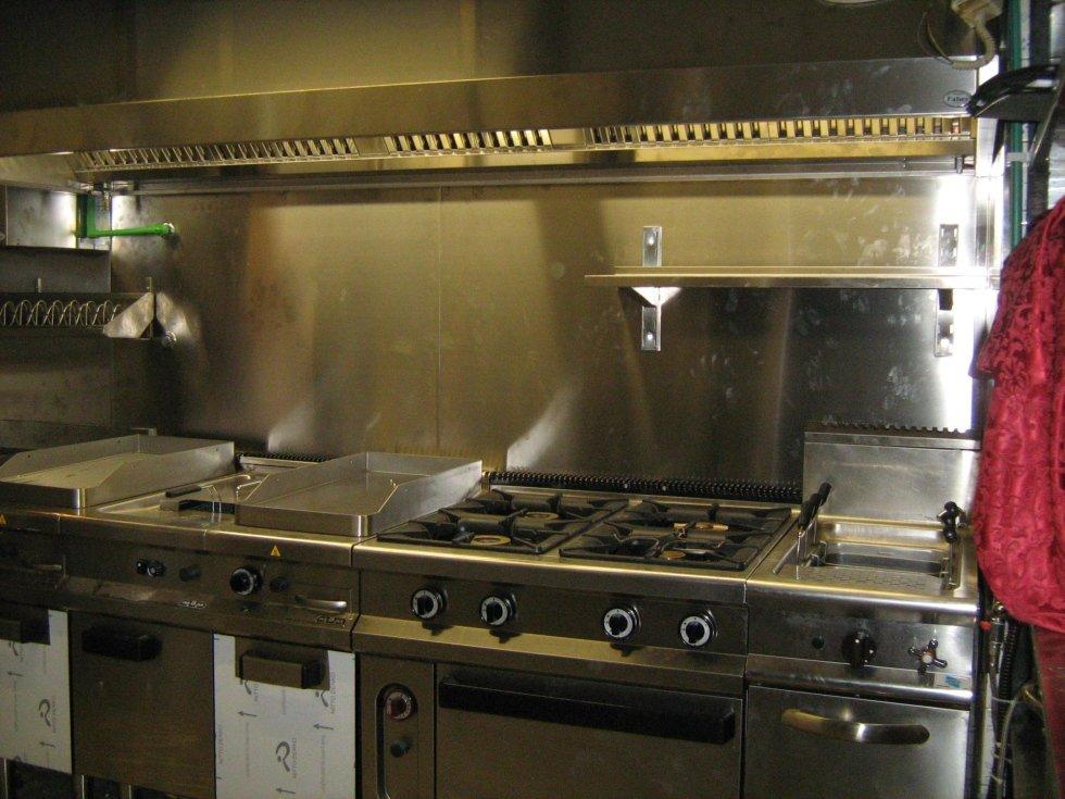 Realizzazioni bar e ristoranti zagarolo faber arredamenti for Il corsaro arredamenti