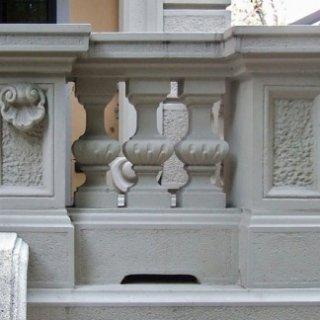 particolare balcone, particolare colonnine