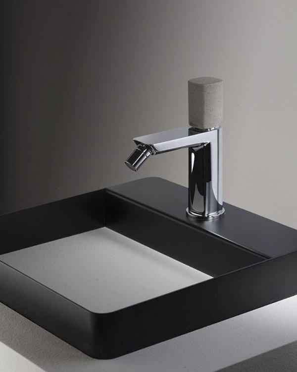 lavabo con rubinetto