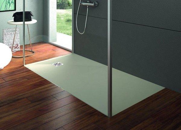 piatti doccia e pavimento in legno