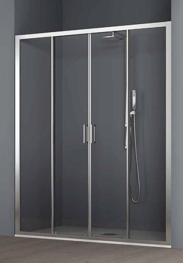 vista frontale di box doccia in vetro in un bagno