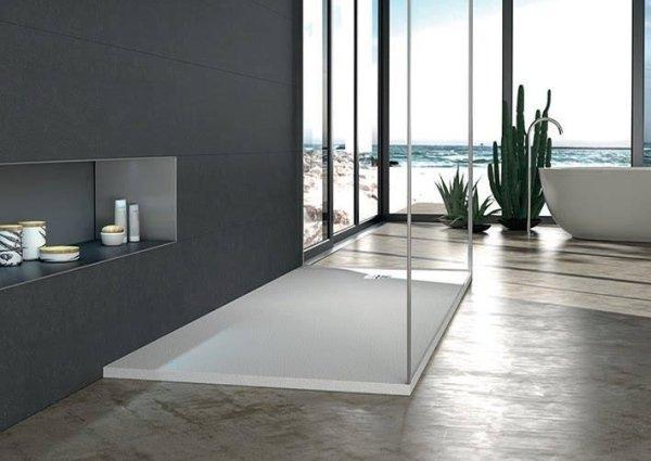 base doccia con una vasca e arredo bagno
