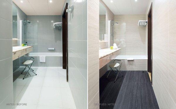vista frontale di bagni moderni con vasca e arredo bagno