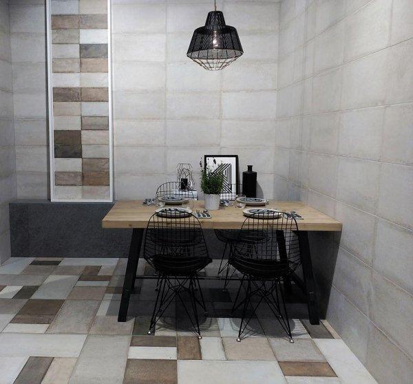 vista di una sala da pranzo con pavimento e parete in marmo
