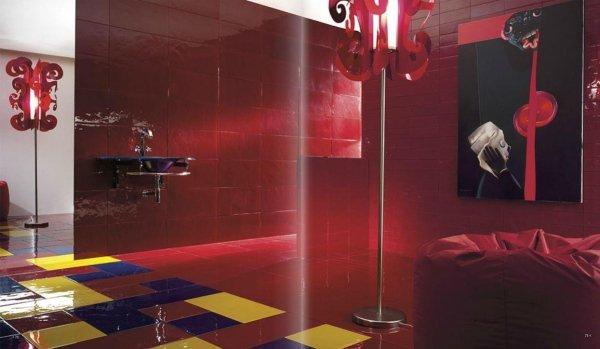 bagno moderno rosso con arredo bagno