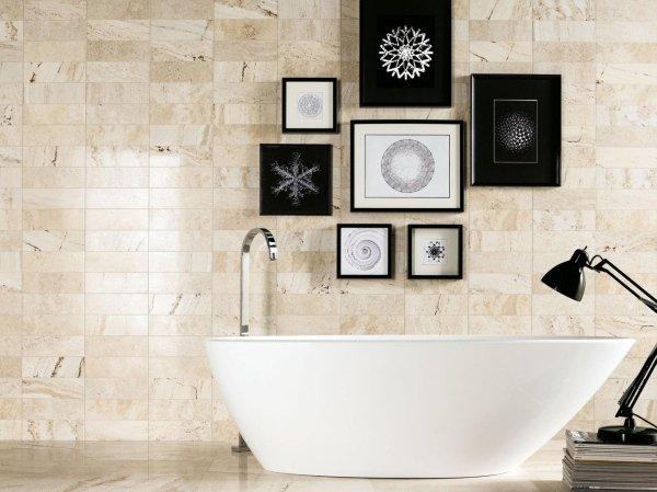 parete in pietra  decorata con una vasca