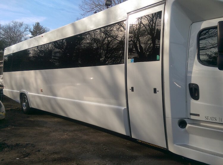 45 Passenger Party Bus With Restroom