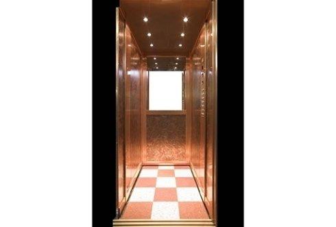 ascensore con faretti