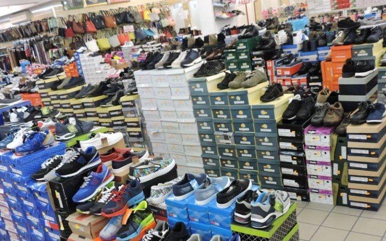 assortimento di scarpe