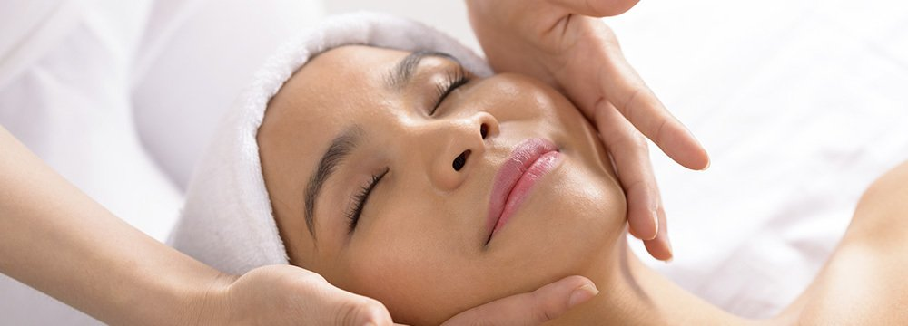 woman receiving a skin care treatment