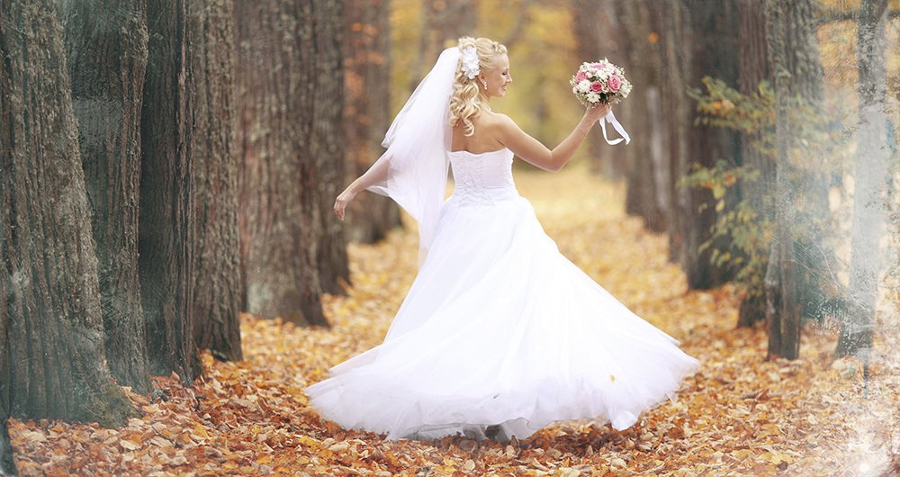 bride in an autumn park