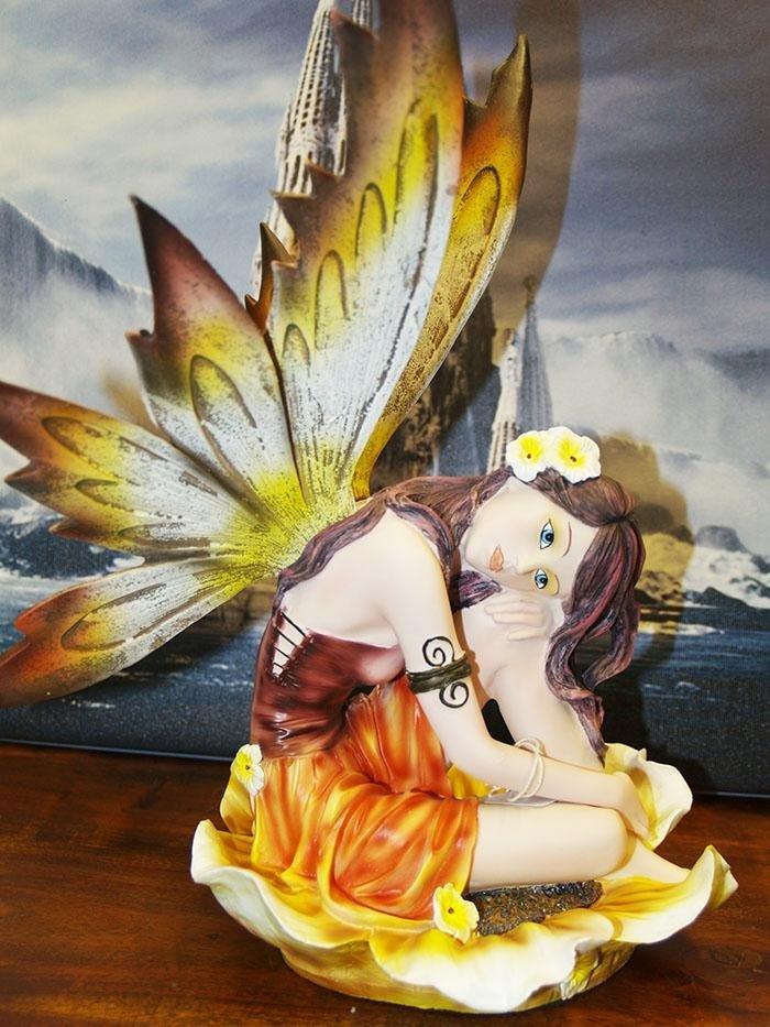 Fata in ceramica