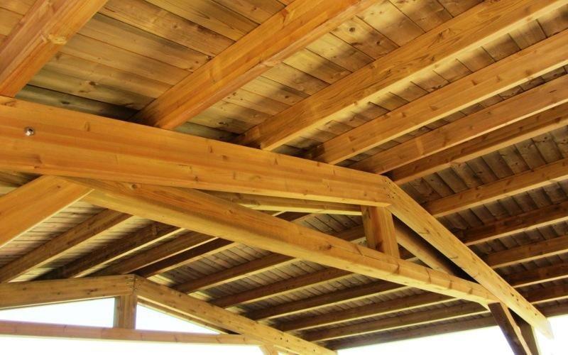 Pergolato in legno naturale guardistallo