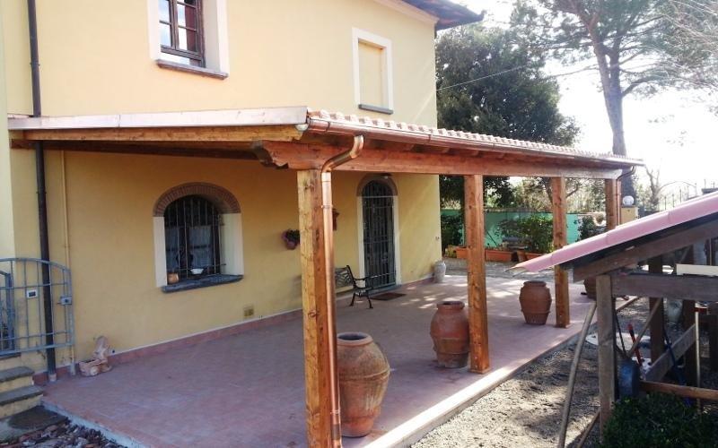 Veranda in legno e muratura