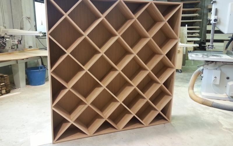 Mobile grigliato in legno
